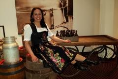 Frau-Senn-im-Holzfass